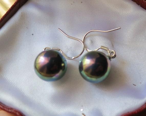 Beautiful pair of 18ct  12 mm [peacock black seashell pearl earrings