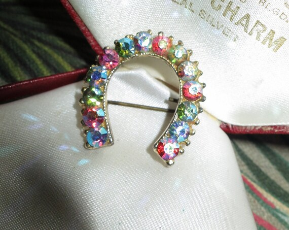 Beautiful vintage goldtone sparkly aurora borealis glass lucky horseshoe brooch