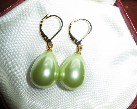 Beautiful 12 x 14mm high lustre green seashell pearl drop earrings 18ct gold plated