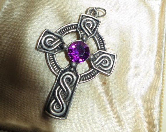 Lovely vintage Scottish silver metal amethyst purple glass pendant