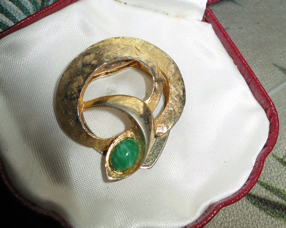 Charming vintage signed LIBA goldtone green stone  scarf clip