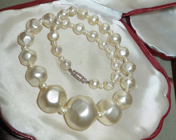Lovely vintage large sized lustre fx baroque pearl necklace