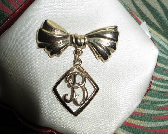 "Pretty vintage Goldtone Bow  Fancy Initial Letter ""B"" Drop brooch"