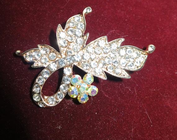 Wonderful vintage goldtone rhinestone flower or leaf  brooch