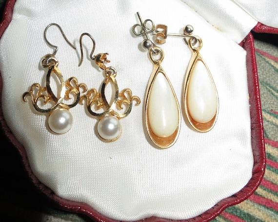 2 pairs of Lovely vintage goldtone pearl drop earrings