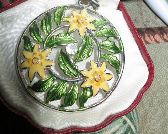 "Vintage silvertone large enamel flower pendant 2.2"""