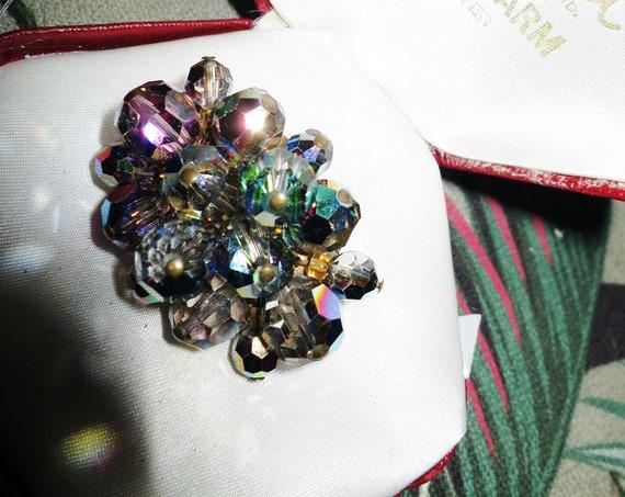 Lovely vintage goldtone sparkly aurora borealis cluster brooch