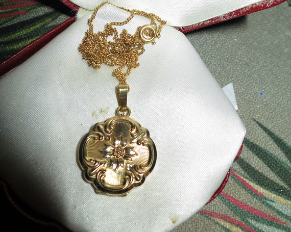 Charming vintage AD Andreas Daub Gold Plated Chain & Ornate Locket  necklace