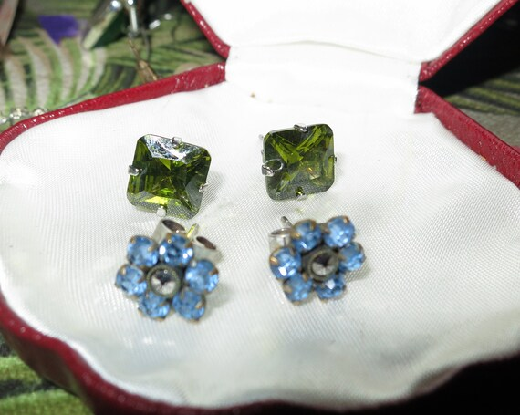 2 pairs of Lovely vintage silvertone blue and green rhinestone stud earrings