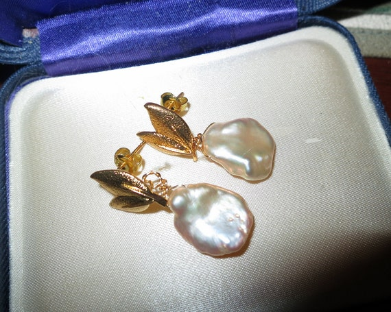 Lovely 18 ct gold filled baroque cultured high lustre Keshi pearl drop earrings