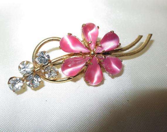 Pretty Vintage gold metal pink opal glass rhinetone flower brooch
