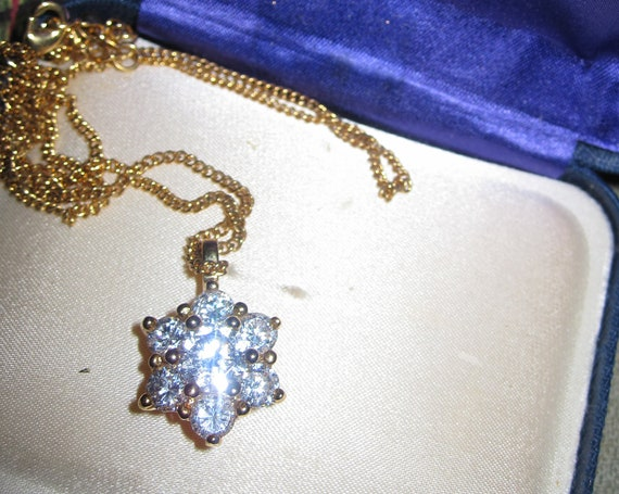 Lovely vintage cubic zirconia clear stone flower gold plated chain necklace