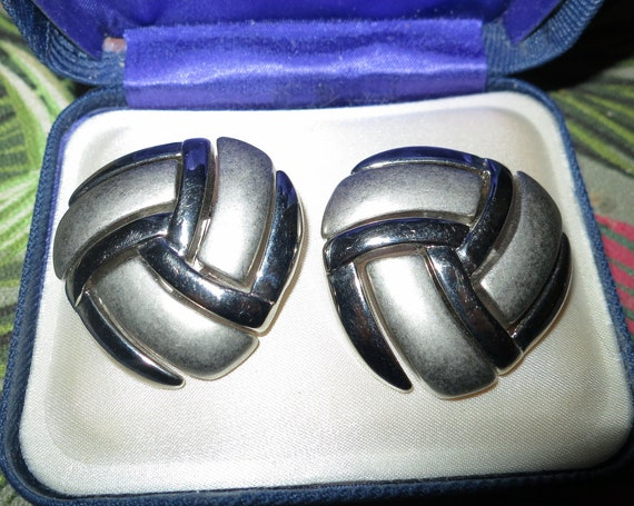 2 lovely Vintage Celtic knot matt and shiny silvertone dress clips