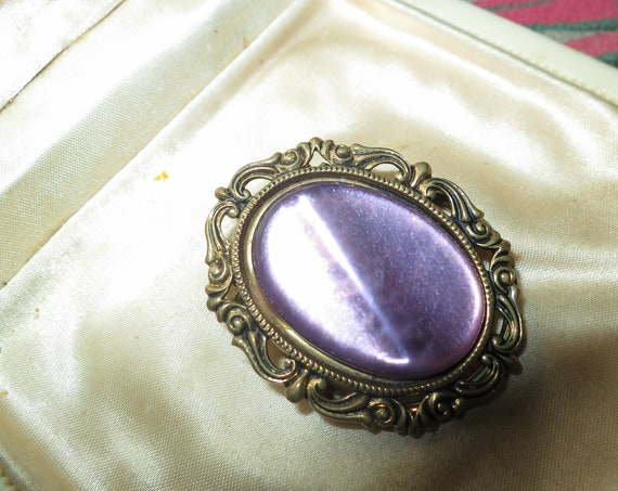 Pretty vintage goldtone opaque purple lucite scarf clip