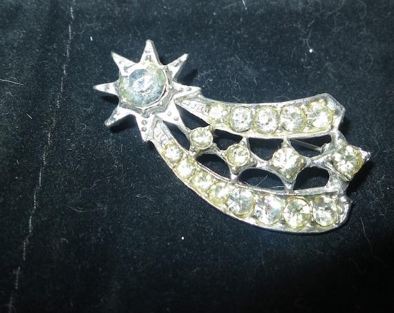 Wonderful vintage Deco silver metal rhinestone foil backed shooting star brooch
