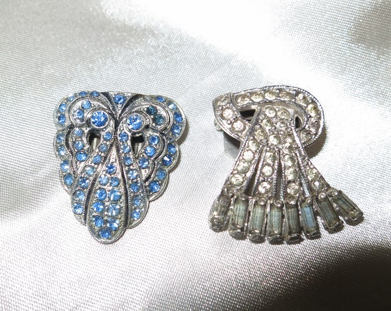 Beautiful pair of 1940s Art Deco blue rhinestone dress clips or brooch