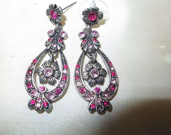 Wonderful vintage silvertone pink glass flower dropper earrings