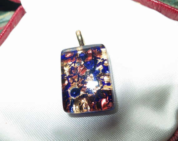 Lovely vintage goldtone Italian Murano glass blue and gold foil pendant for necklace