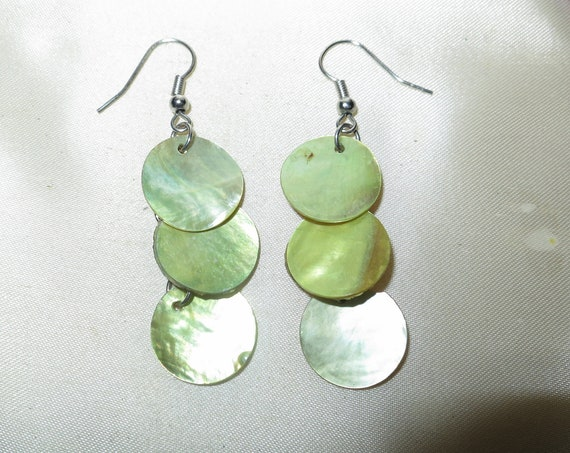 Beautiful vintage silvertone pale green mother of pearl dropper earrings