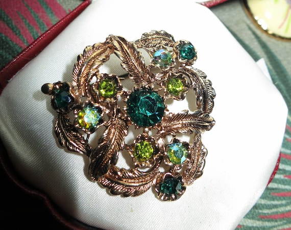 Lovely Vintage Aurora Emerald Lime Green Glass Stone Floral Brooch