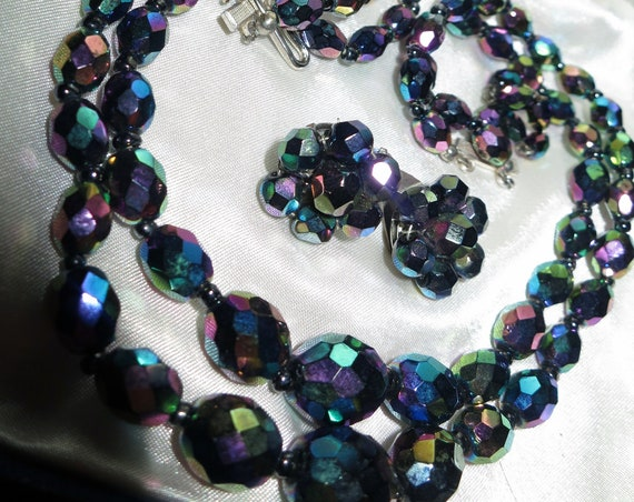 Beautiful vintage 2 Strand carnival glass necklace and clip on earrings set