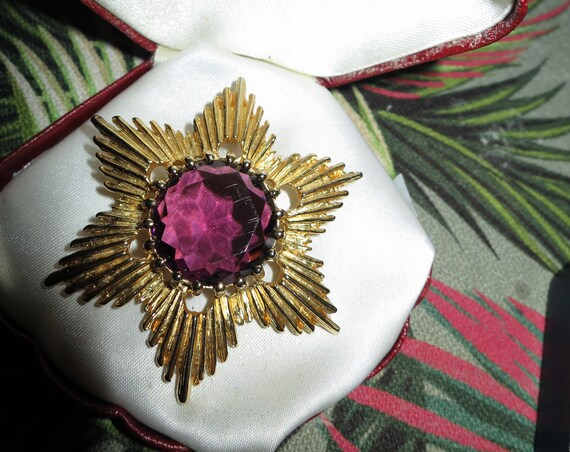 Beautiful vintage  quality gold plated faceted amethyst glass flower brooch