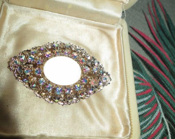 Lovely vintage silver metal aurora borealis lucite brooch