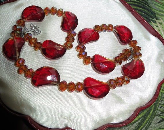 Lovely vintage  red and aurora borealis amber glass bead necklace