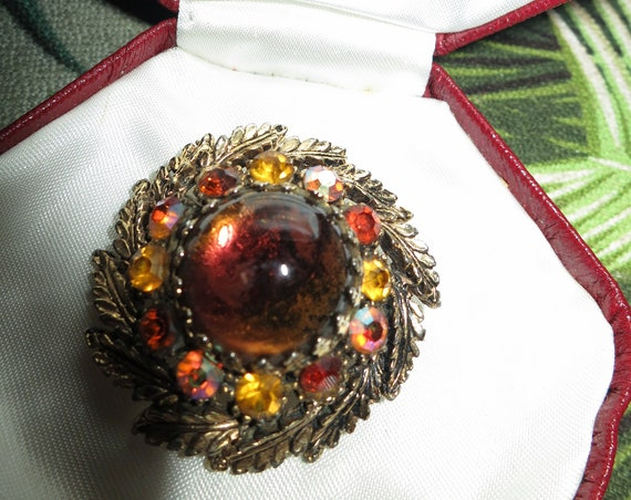 Wonderful Vintage Deco  goldtone  amber cabochon AB glass brooch