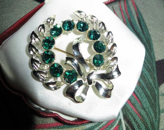 Fabulous vintage gold metal emerald glass ribbon bow garland brooch