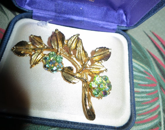 Wonderful Vintage goldtone aurora borealis floral spray large brooch