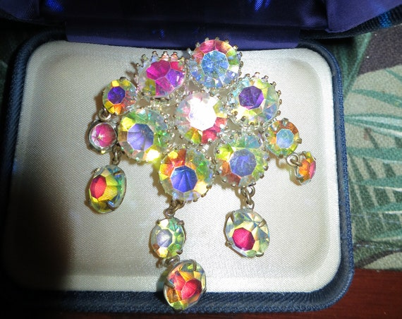 Beautiful vintage 1950s silvertone aurora borealis crystal dropper brooch