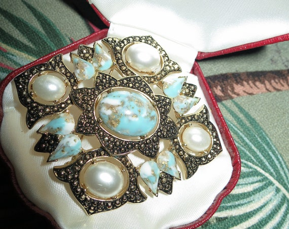 Lovely vintage cream faux pearl glass turquoise fx marcasite pendant brooch