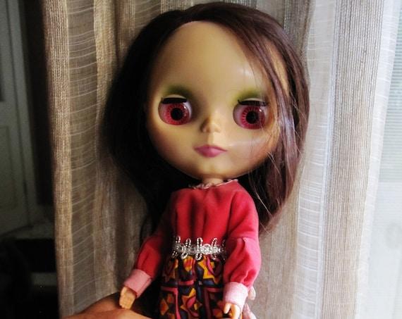 Hasbro Takara 2003 Blythe doll brunette hair pull string to change eye colour