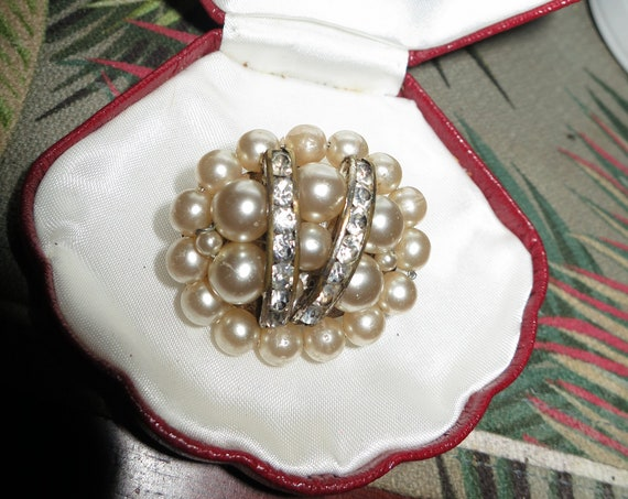 Pretty Deco Oval Faux Pearl  Clear Rhinestone Cluster brooch