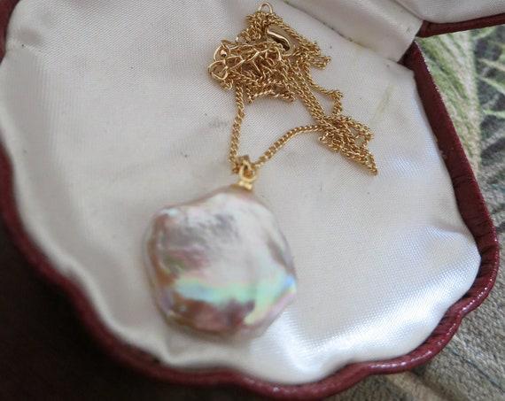 Lovely new  genuine Keshi high lustre creamy white pearl pendant on gold chain