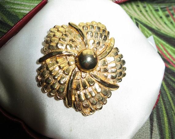 Pretty vintage Goldtone flower scarf clip