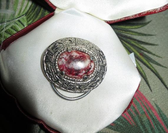 Charming vintage Celtic Scottish Hardstone agate scarf clip