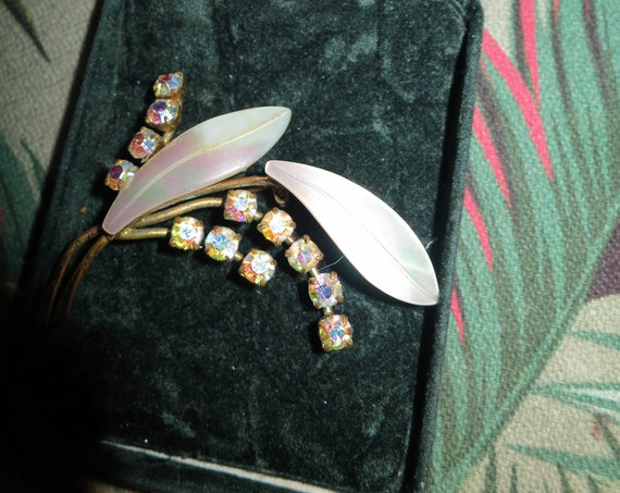 Fabulous vintage mother of pearl aurora borealis floral brooch