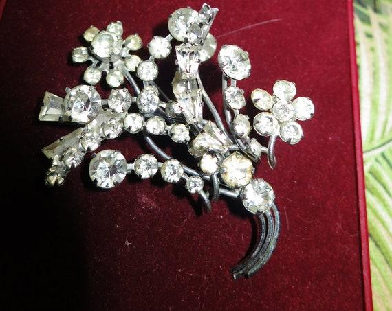 Vintage 1950s silvertone rhinestone multi layered flower brooch