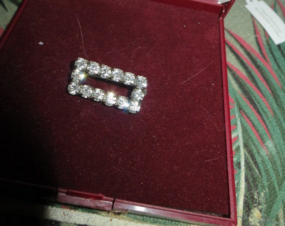 Wonderful vintage Deco diamante small brooch