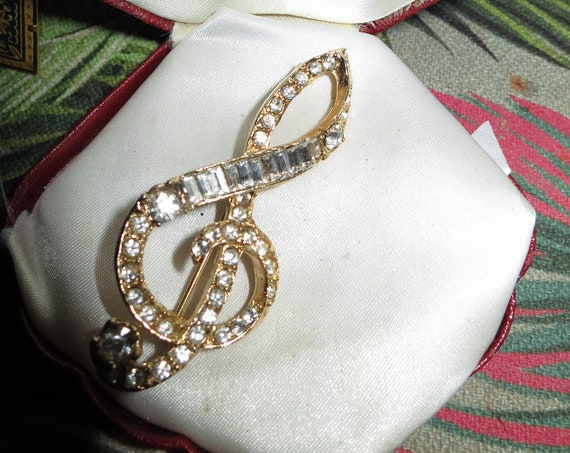 Pretty vintage Goldtone sparkly glass diamante Double Clef Musical note brooch
