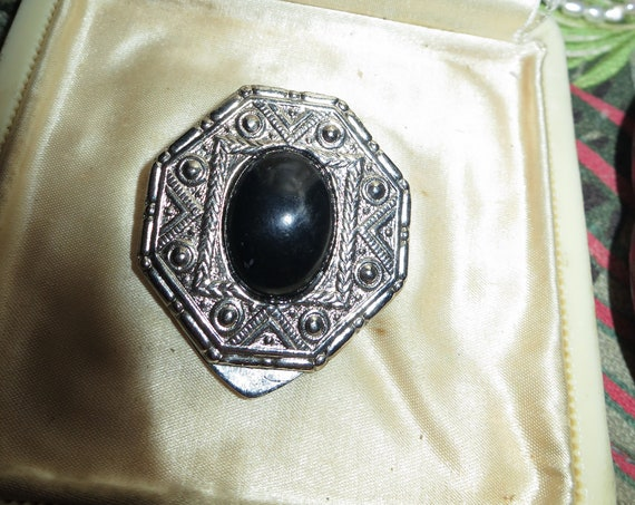 Lovely Scottish vintage silvertone fx agate scarf clip