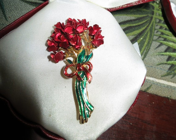 Pretty vintage goldtone red enamel bunch of roses brooch