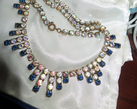 Lovely vintage gold metal aurora borealis crystal & sapphire glass necklace