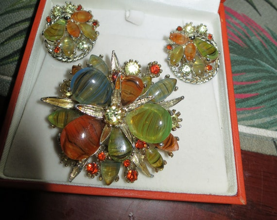 Stunning vintage signed Exquisite Marbled Glass  Brooch & Earrings in box