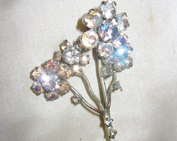 "Beautiful  vintage 1950s silvertone Aurora B diamante glass floral brooch 2.3"""