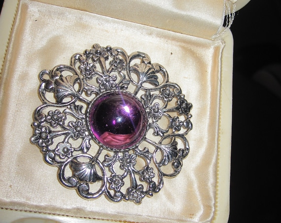 Beautiful  vintage 1950s ornate silvertone purple glass cabochon pendant