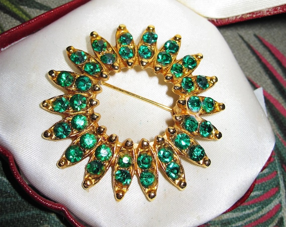 Beautiful vintage sparkly emerald green  rhinestone brooch