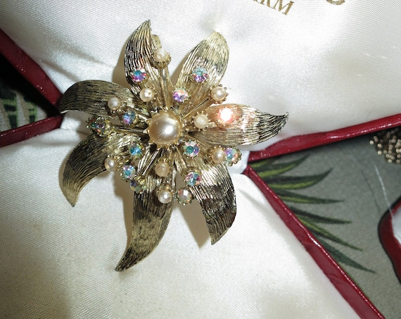 Lovely Vintage Large Golden Aurora Borealis & Pearl Flower Brooch